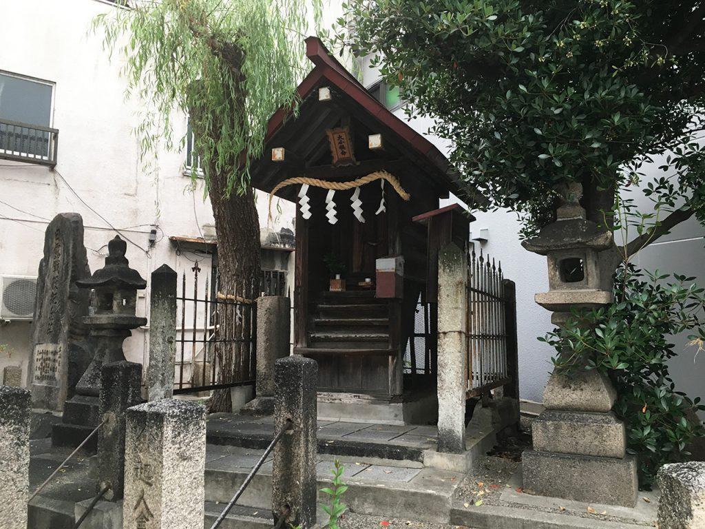東成区東小橋エリア:胞衣塚(えなづか)